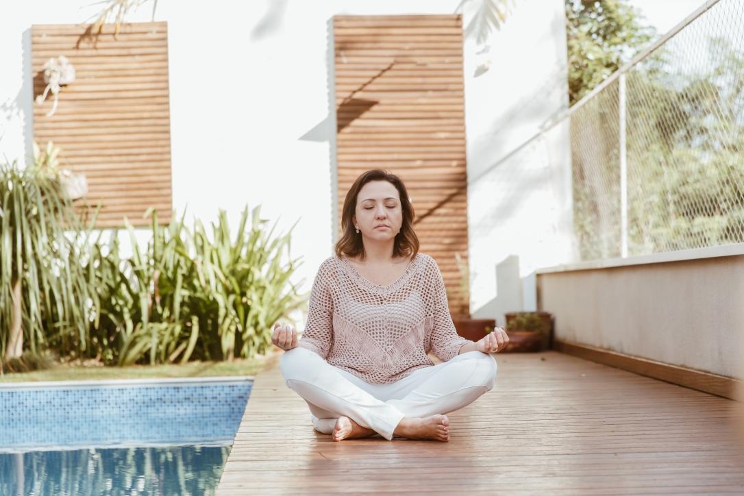 meditação-suleima-omar-piscina