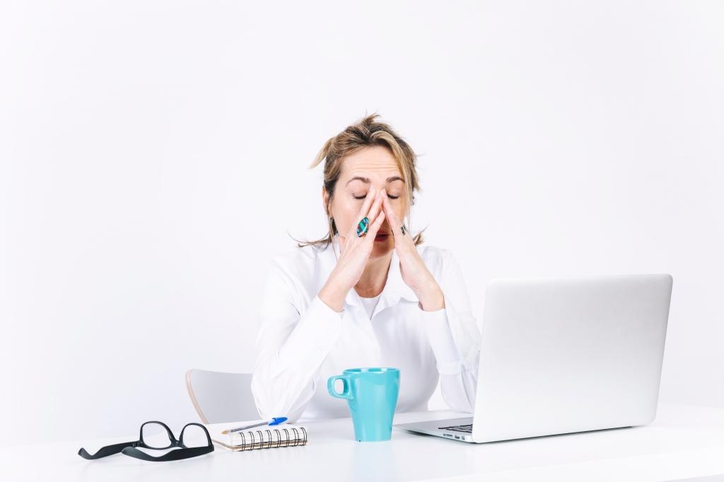 mulher-nervosa-procrastinando